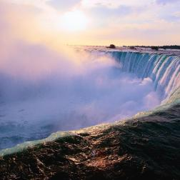 Niagra Falls - Pic courtesy of 'stuckintransit'